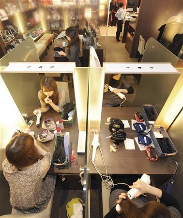 Self Make-Up Lounge: Freshen Up and Recharge with Only 300 yen