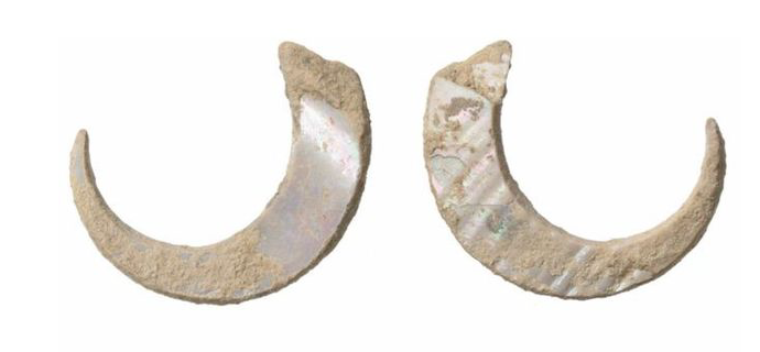 The world's oldest fish hooks found