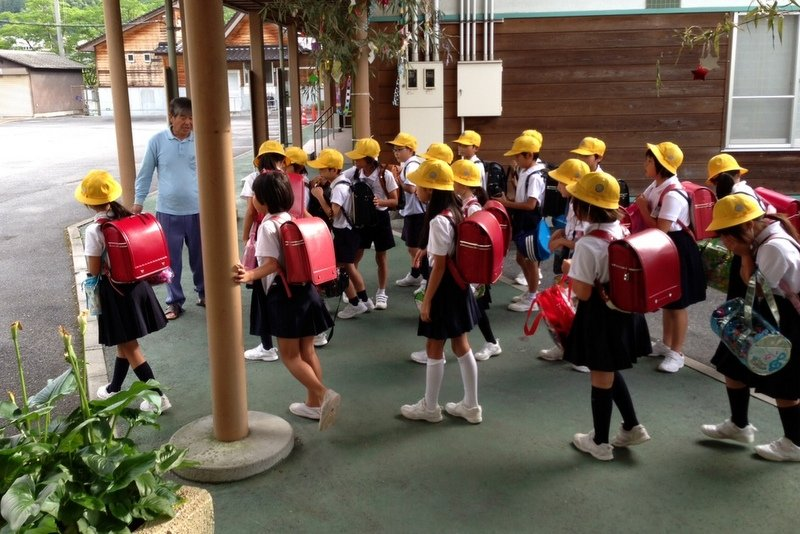 Japanese children are using red school bag