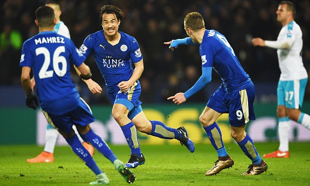Shinji Okazaki's bicycle kick keeps Leicester City top
