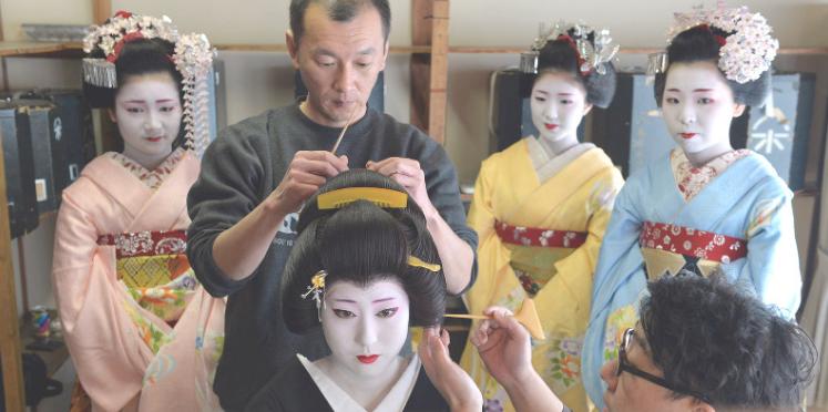 Kyoto entertainers prepare for 'Kitano Odori' dance show