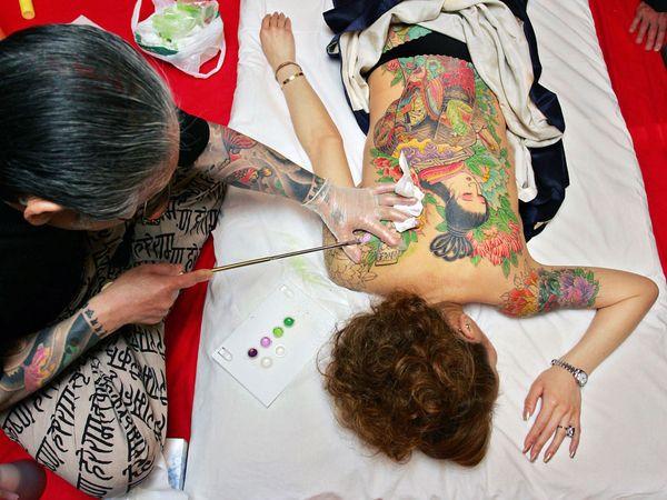 traditional-tattoo-artist_12066_600x450